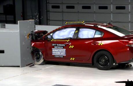 Subaru Impreza получила высший рейтинг безопасности от IIHS